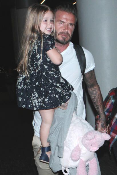 Hay que admitir que David se ve más guapo con esta nena a su lado.