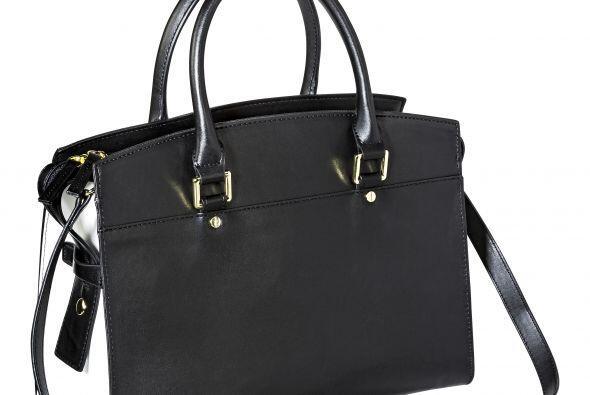 Y si tu mamá es más clásica, con un bolso negro te...