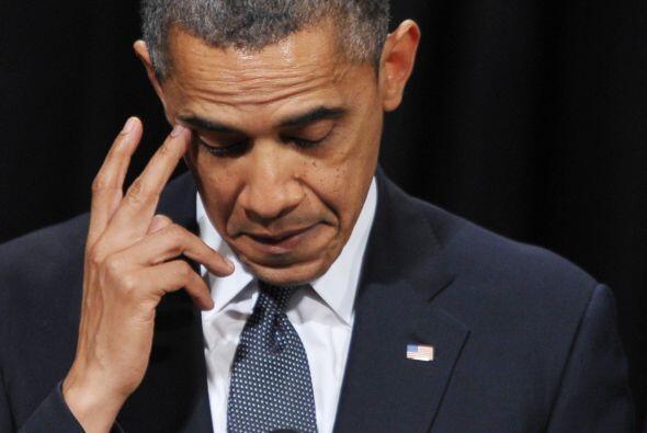 El presidente, con tono sombrío pero sereno, dijo a los ciudadanos y fam...