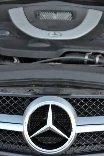 El motor del Mercedes-Benz SL 550 es un V8 de 5.5 litros que produce 382...