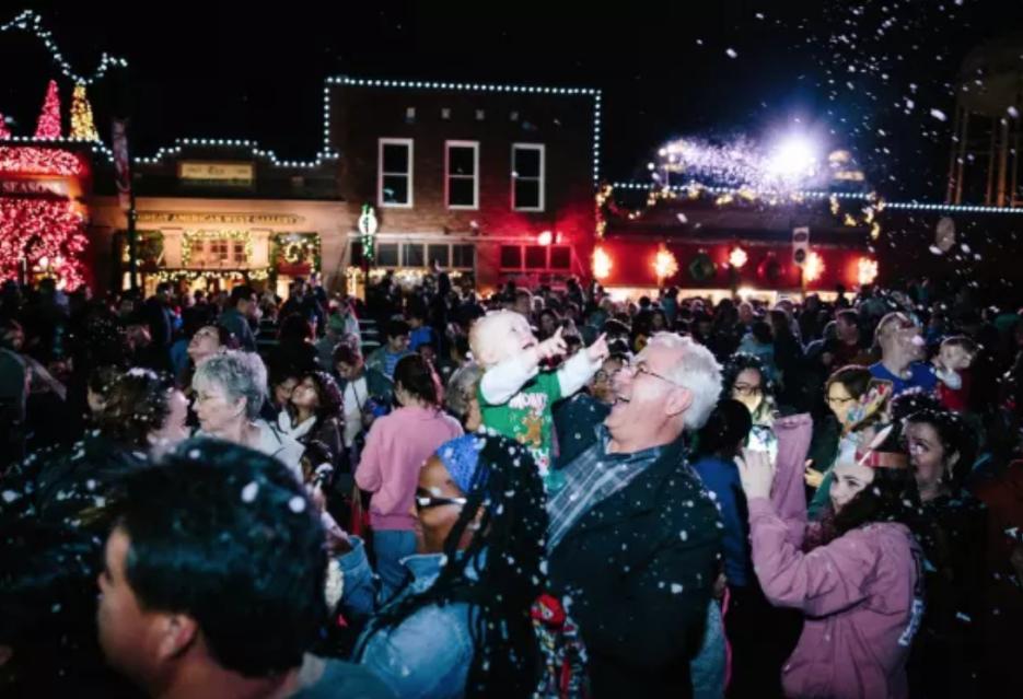 """La ciudad se presenta como """"la capital de la Navidad en Texas""""..."""