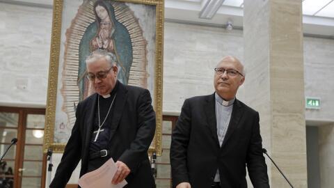 Miembros de la conferencia de obispos de Chile en el Vaticano este viern...