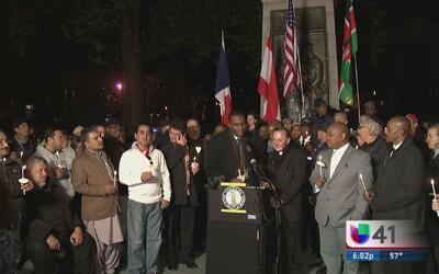 Líderes políticos, religiosos y residentes se unen en vigilia en Brooklyn