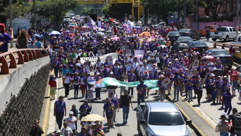 La multitud desbordó las calles de San Salvador.