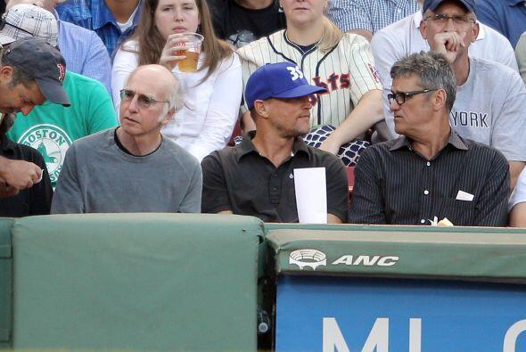 Larry David (izquierda) y Woody Harrelson (centro) se dieron cita en Fen...