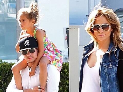 Vestida muy casual con pants, Jennifer dejó que su galán c...