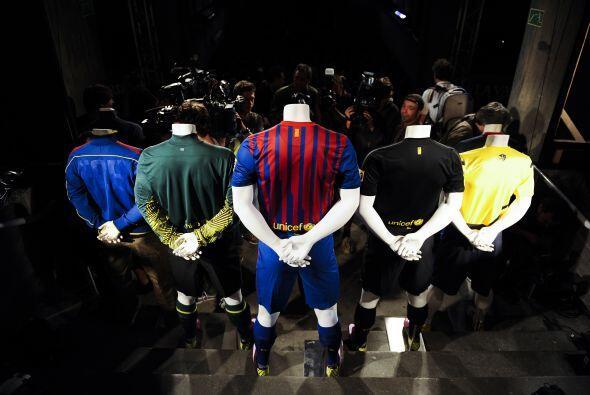 En el acto se vieron también los dos uniformes de visita, así como el de...