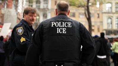 Denuncias casos de falsos agentes de ICE que detienen inmigrantes y les...