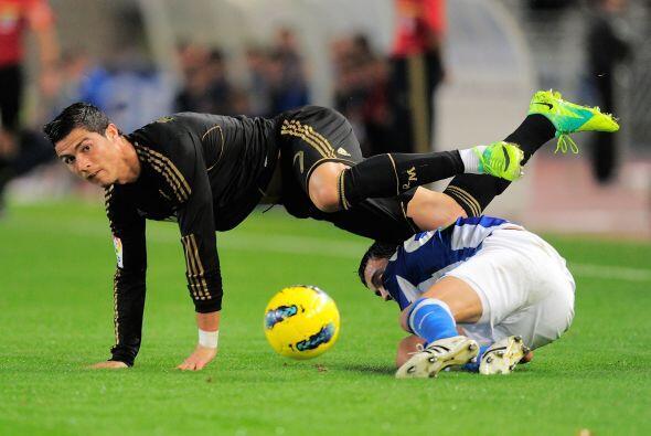 El Madrid impuso su juego y sufrió de fuertes faltas. CR7 estuvo varias...