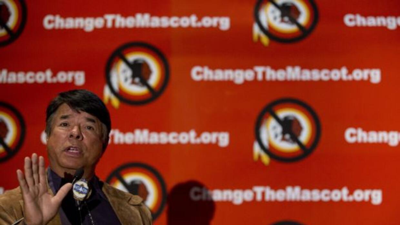 Ray Halbritter, líder de la Nación India Oneida, pide al equipo Redskins...