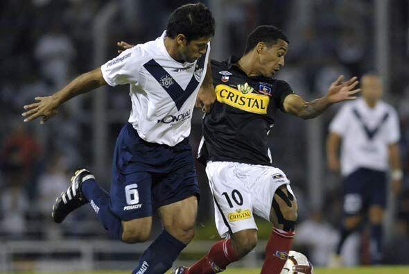 Vélez Sarsfield obtuvo un triunfo importante por 2-1 en su casa ante Col...
