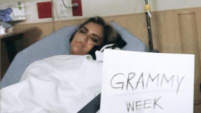 Karol G preocupa a sus seguidores al publicar esta foto en cama y con un tubo de oxígeno