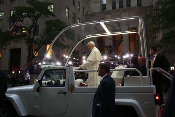 El pontífice a bordeo del Papamóvil en NY.