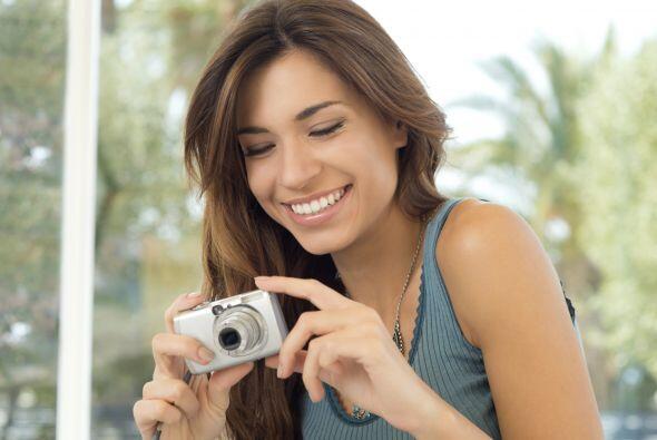 Toma fotos. Antes de comenzar cualquier cambio, toma fotos de las habita...