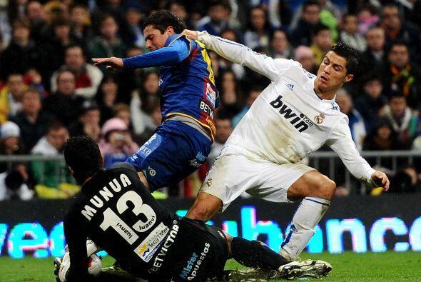 El arquero del Levante dio un gran partido ante el Real Madrid.