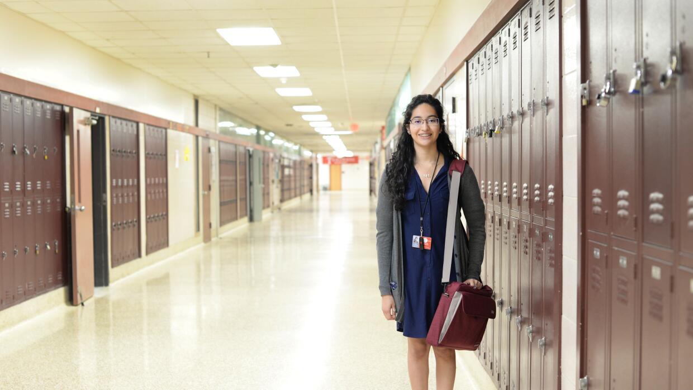 En general, los estudiantes latinos, como Denisse Córdova, tienen mejor...