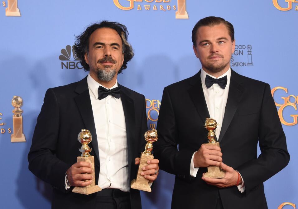 Alejandro González Iñárritu con Leonardo DiCaprio en los Golden Globes.