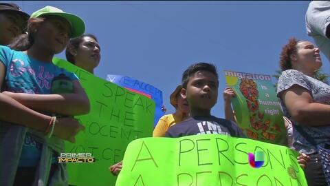 Activistas en Los Ángeles respaldan a los niños indocumentados