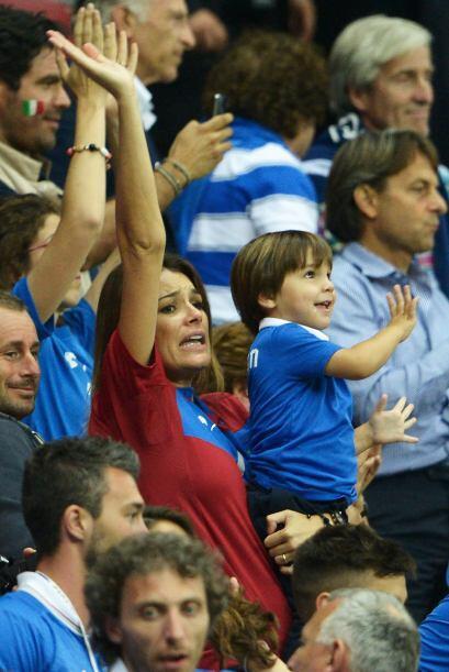 Sus pequeños y su esposa, la ex miss República Checa Alena Seredova, soi...