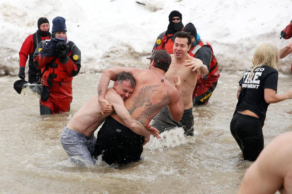 Lady Gaga y Taylor Kinney participan en el Chicago Polar Plunge
