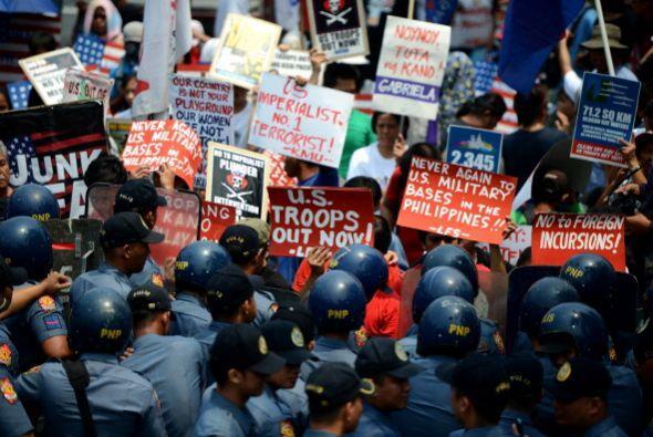 Las protestas contra Obama en Filipinas se tornaron violentas el miércoles.