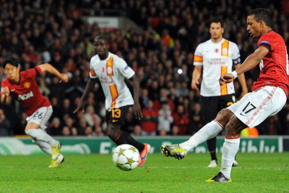 En la segunda parte, el portugués Nani falló un penalti.