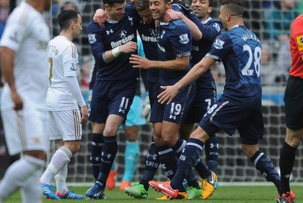 Vertonghen abrió el marcador y Gareth Bale sumó otro en el triunfo 2-1 d...