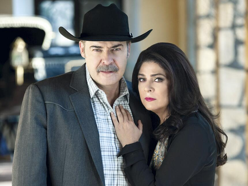 César Évora y Victoria Ruffo en 'Las Amazonas'