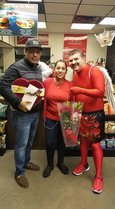 El Turky celebra el amor con radioescuchas en Houston  16730183_10155117...