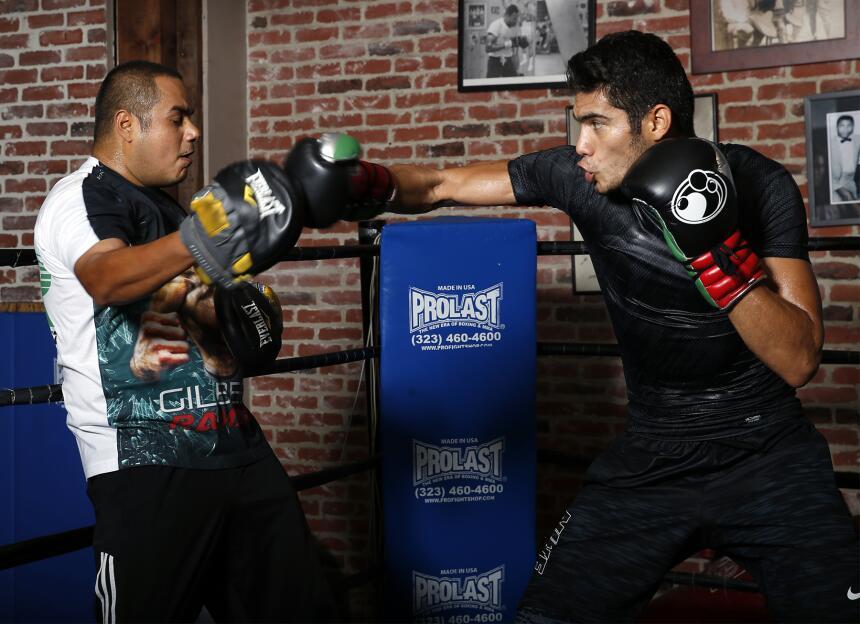 Gilberto 'Zurdo' Ramírez y Derek Edwards enseñaron sus armas zurdo_P9T71...