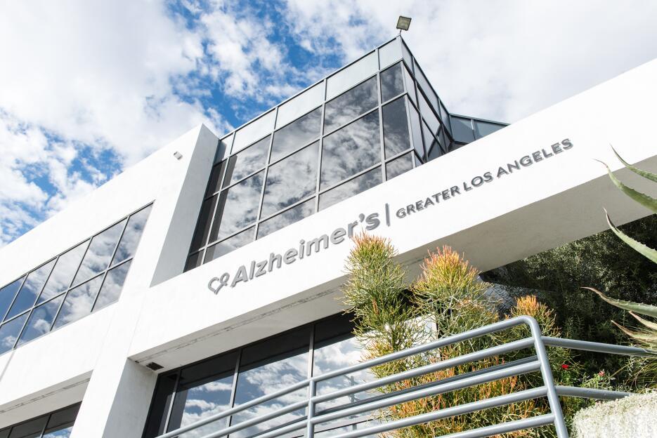 Con cinco centros en el sur de California, Alzheimer's Greater Los A...
