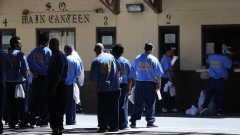 Reos en un penal de California.