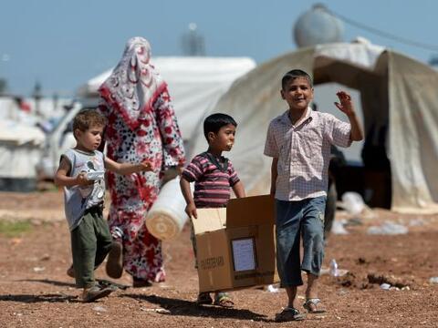 El número de refugiados sirios que huye de la violencia en su pa&...