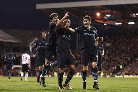 La jornada dominical de la fecha 14 en la Liga inglesa tuvo dos encuentr...