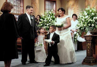 La novia entró a la corte en compañía de los hijos...