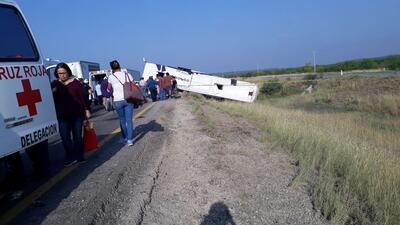 Un muerto y al menos 20 heridos tras accidente de autobús de pasajeros que viajaba de Houston a Monterrey