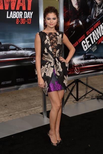 Es válido combinar el encaje con los estampados, así como lo hizo Selena...