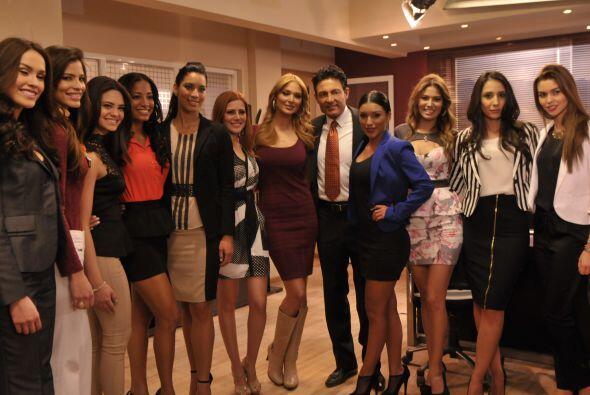 La foto del recuerdo no podía faltar, así que todo el elenco posó junto...