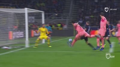 Luis Suárez, de nuevo cerca de abrir el marcador para el Barcelona