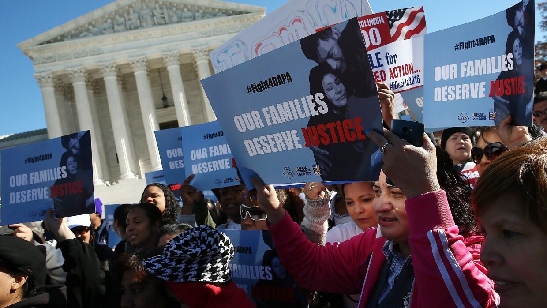Millones de indocumentados cruzan los dedos en Estados Unidos y esperan...
