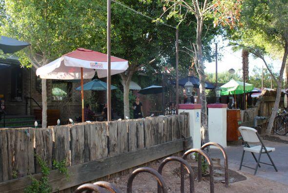 Pero la clientela del popular bar, reconocido como el mejor para platica...