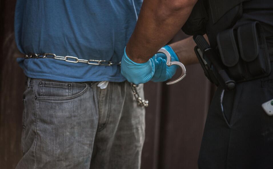 Huyó de Honduras después de recibir varios disparos y ahora enfrenta la...