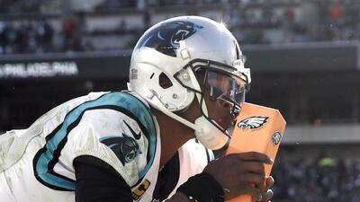 Cam Newton jugará contra Baltimore pese a dolor en el brazo