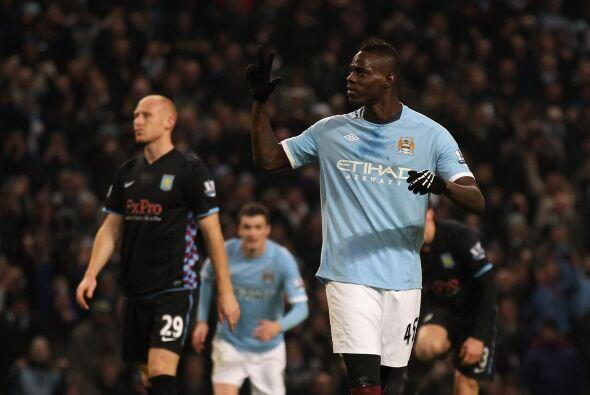 Balotelli convirtió el tiro y Manchester City se impuso por 4-0.