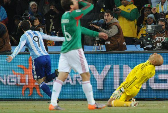 Ya en Octavos de Final, México volvió a enfrentar a Argentina. Los aztec...