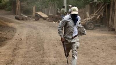 Hombres que asumieron la autodefensa de la comunidad de Tixtla, en Guerr...