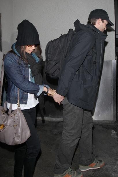 La pareja emprendió un rápido escape de la terminal a&eacu...