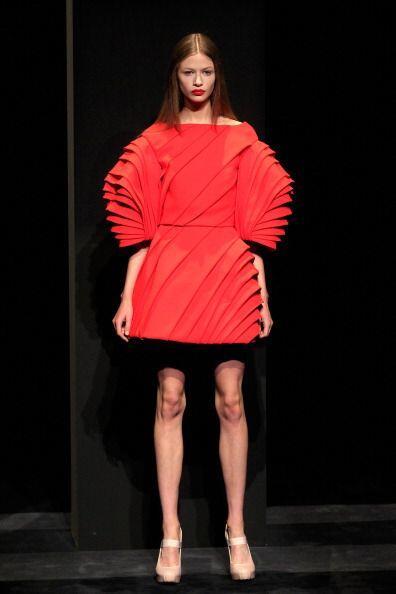 ¡La mujer detrás de los diseños de la marca de moda Dice Kayek definitiv...