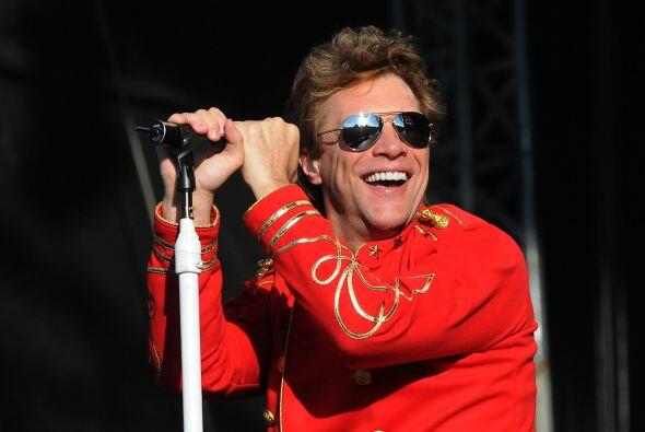 9. BON JOVI- A pesar de que Bon Jovi no lanzó álbum en 2011, sus ingreso...