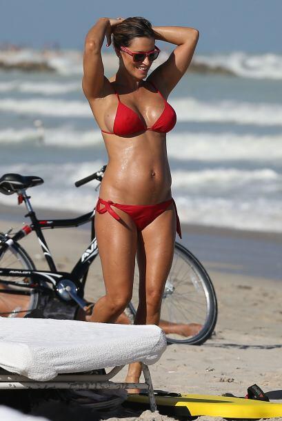 Además de bikinis, embarazada a lucido vestidos muy entallados y 'shorts...